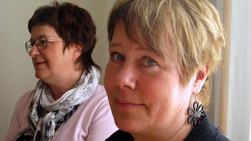 Linnea Stenklyft (S). I bakgrunden tidigare landstingsrådet Elisabet Strömqvist. Foto: Ulla Öhman/SR