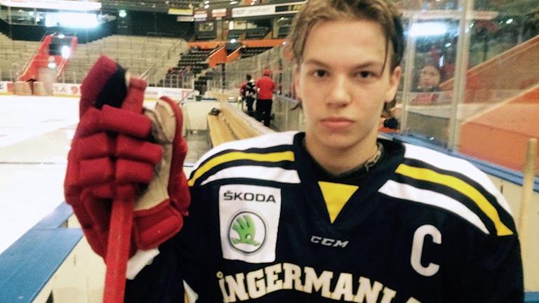 Lukas Wernblom, lagkapten för Ångermanlands TV-puckslag. Foto: Lennart Sundwall/SR