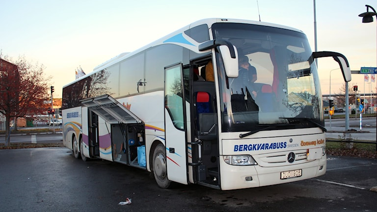 Buss med flyktingar blev stående vid centralstationen i Sundsvall. Foto: Agneta Jacobsson/SR