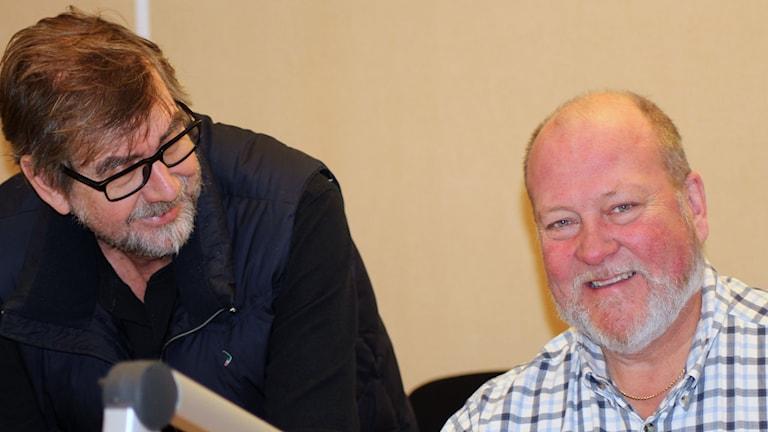 Producent Dag Jonzon och programledare Lars T Johansson. Foto: Ann-Charlotte Carlsson/SR