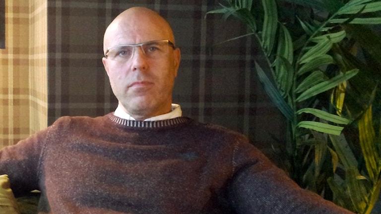 Fredrik Olsson i Sundsvall som dragit igång projektet Välgörenhetspanten. Foto: Peter Hansson / SR