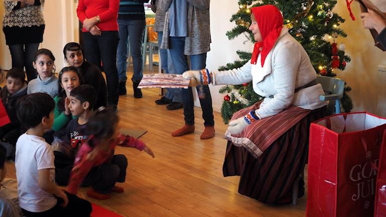 Första mötet med tomten för asylsökande barn Foto: Ingrid Engstedt Edfast/SR