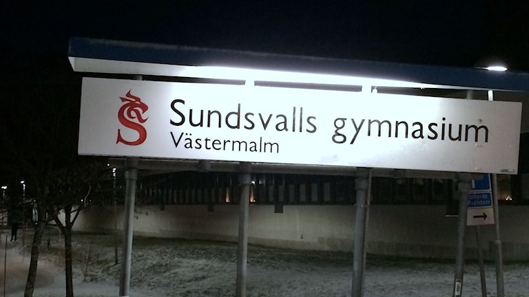 Skylt vid Västermalm Sundsvalls gymnasium. Foto: Ingrid Engstedt-Edfast/SR