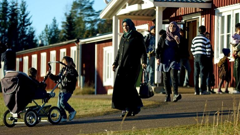Flyktingar vid det tillfälliga flyktingboendet på Åstön. Foto: Sven Jansson/privat