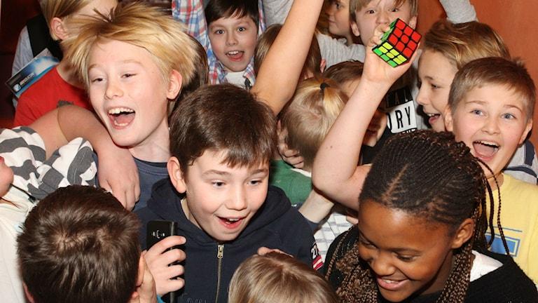 Klassen jublar när Gerestaskolan vinner. Foto: Niklas Axelsson/SR