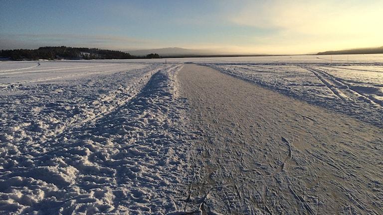 Plogad isbana på Bäckfjärden. Foto: Lennart Sundwall/SR
