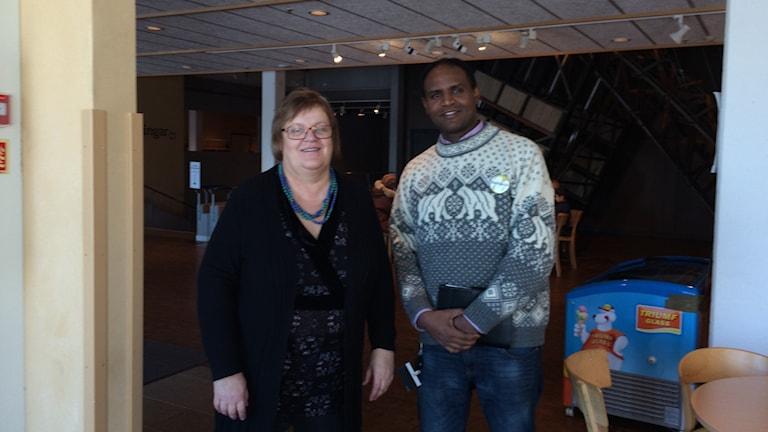 Medhanie Alemayo tillsammans med sin chef Marie Svedin. Foto Ulla Öhman/SR
