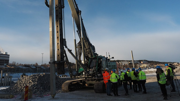 Första pålen slås i marken för utbyggnaden av Östrandsfabriken Foto: Ingrid Engstedt Edfast/SR