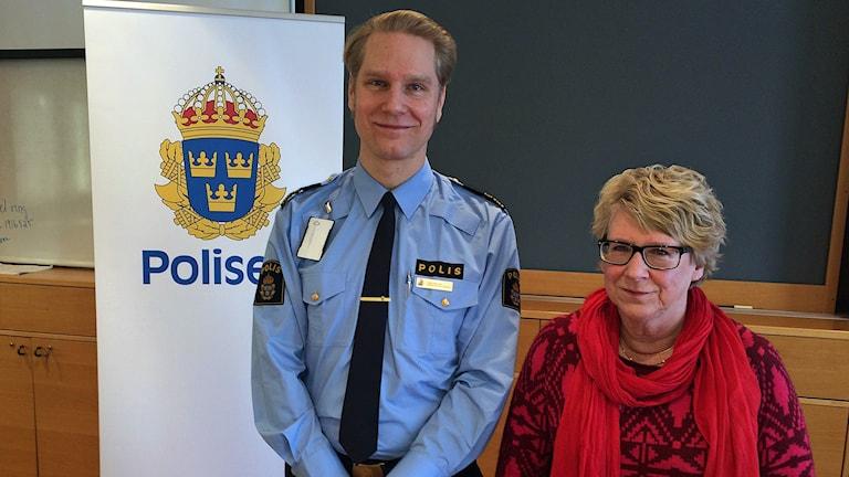 Josef Wiklund och Ewa Lindstrand från presskonferensen om framtiden för polisen i Timrå. Foto: Ulla Öhman/SR