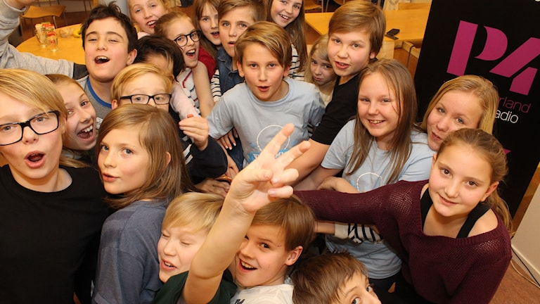 Hela klassen är laddad inför tv-kvalet i Vi i femman. Foto: Niklas Axelsson/SR