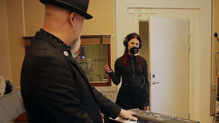 Red Mecca med Jan Strandqvist och Frida Madeleine live i studion. Foto: Karin Lönnå/Sveriges Radio