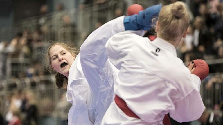 Lisa Rasmusson tävlar för Sundsvalls sportkarate.