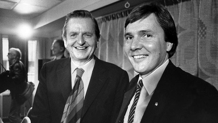 Olof Palme tillsammans med Bo Holmberg från Härnösand som var civilminister i Palmes regering. Bilden tagen omkring 1982. Foto Hans T Dahlskog/TT