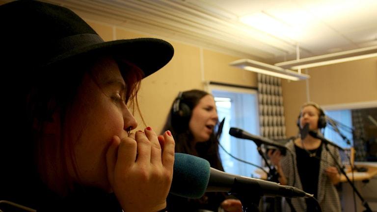 Delar av Ladies Got The Blues med Elin Öberg, Lovisa Birgersson, Eva-Mi Ringqvist. Foto: Karin Lönnå/Sveriges Radio