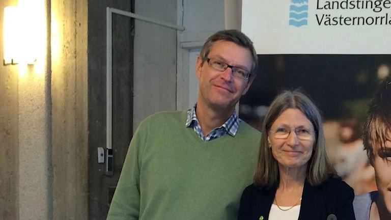 Landstingspolitikerna Erik Lövgren (S) och Eva Andersson (Mp). Foto: Ulla Öhman/SR