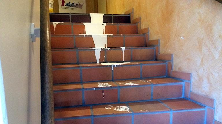 Färg i trappan vid Arken.