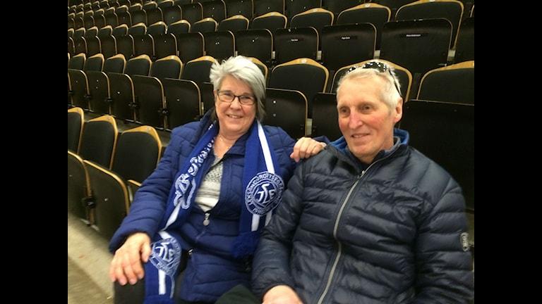 eksandsupportrarna Alf Olsson och Kerstin Karlsdotter har åkt bil från Dalarna till Örnsköldsvik för att s matchen mellan Modo och Leksand.