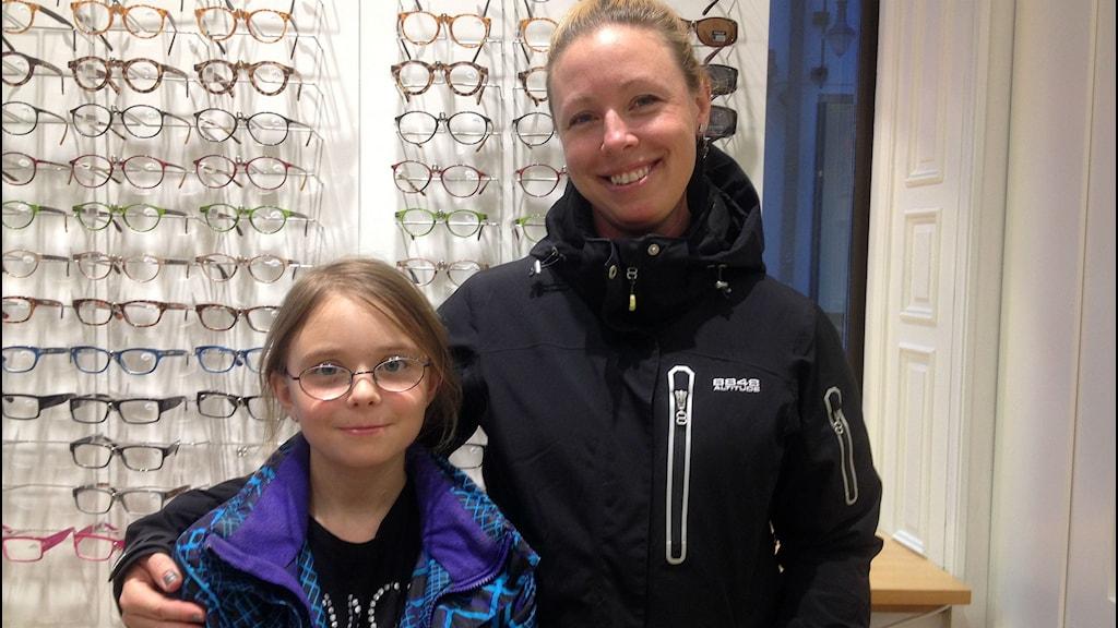 Victoria Byström tillsammans med dottern Lea Engholm.
