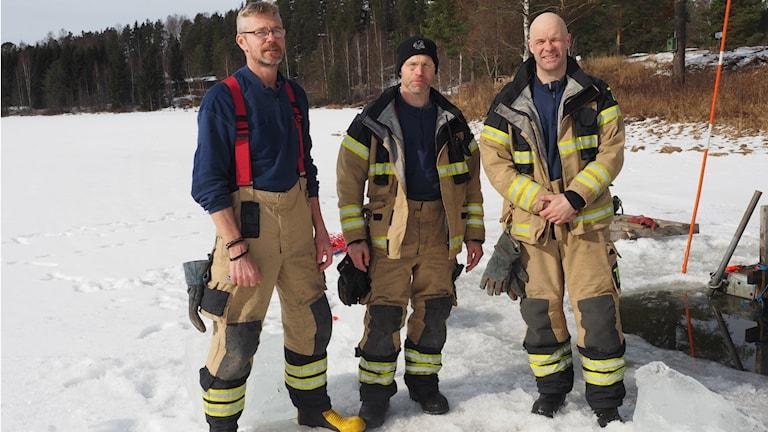 Lasse Reimertz, Urban Söderberg och Micke Högbom räddnigstjänsten i Stöde. Foto: Ingrid Engstedt Edfast/SR