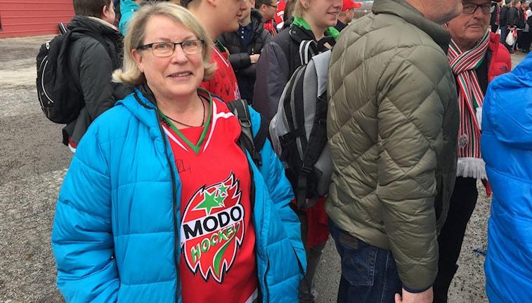 Signe Eriksson, trogen supporter på väg till Leksand.