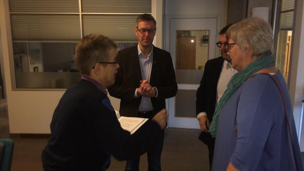 Andreas Menzel har lämnat 1500 namnunderskrifter i sitt upprop där han kräver att nedrustningen av vården ska stoppas. Foto Ulla Öhman