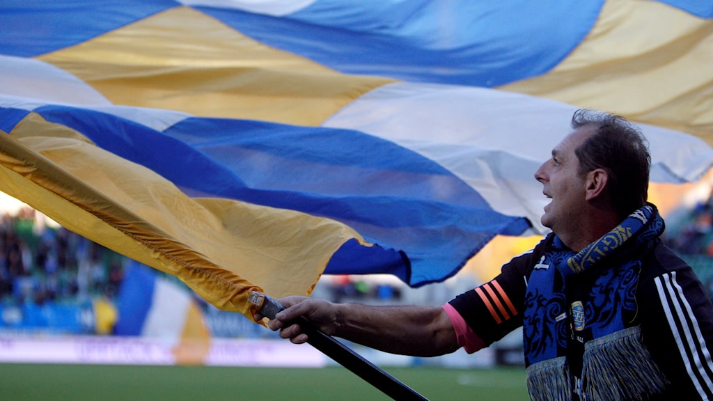 Gif-supporter med en flagga.