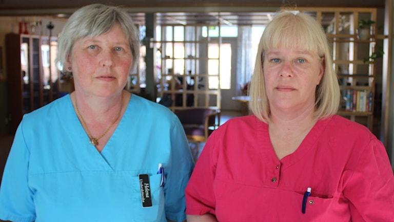 Helena Byman och Lena Karlsson arbetar på Skottsundsbackens äldreboende i Kvissleby. Foto: Agneta Jacobsson/SR