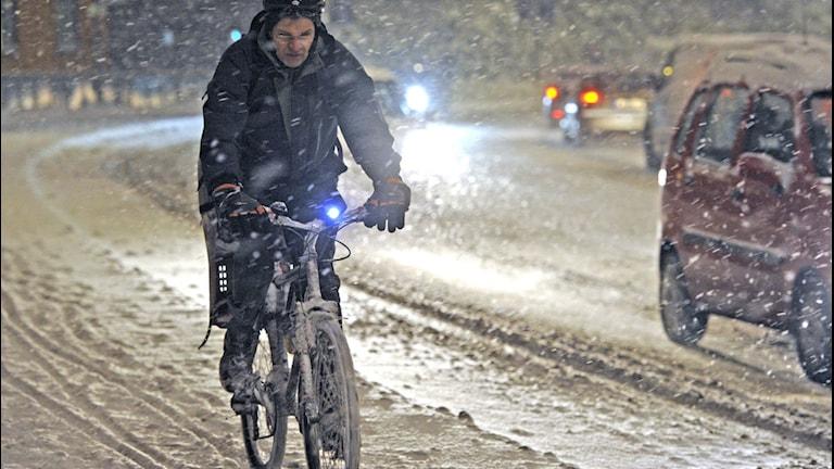Ute och cyklar. Personen ifråga har inget samband med uttryckets bildliga betydelse. Foto: Leif R Janson/TT