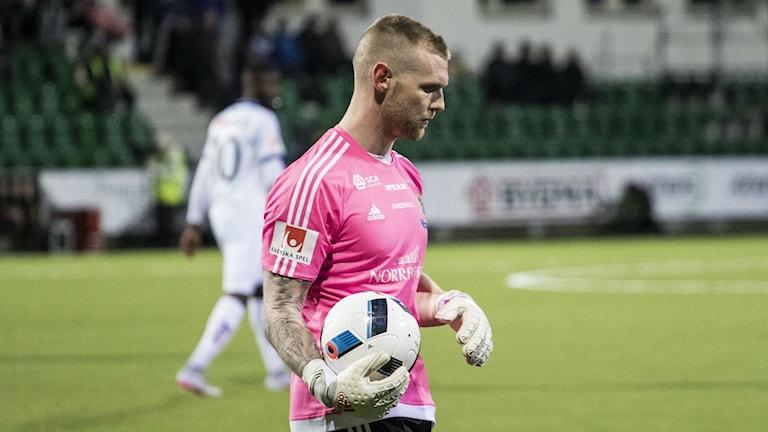 Gif Sundsvall spelaren Tommy Naurin. Foto: Viktor Sjödin/Sveriges Radio