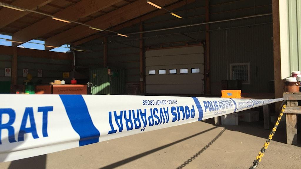 Polisen har spärrat av hallen där sprängmedlet hittades. Foto: Ulf Thonman/Sveriges Radio