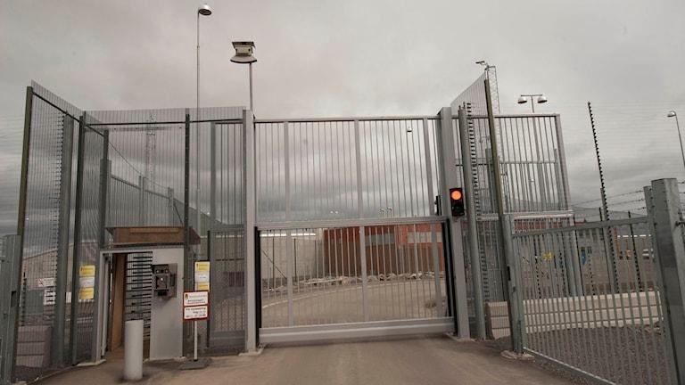 Huvudentrén till ett av Sveriges säkraste fängelser - Saltvikanstalten.