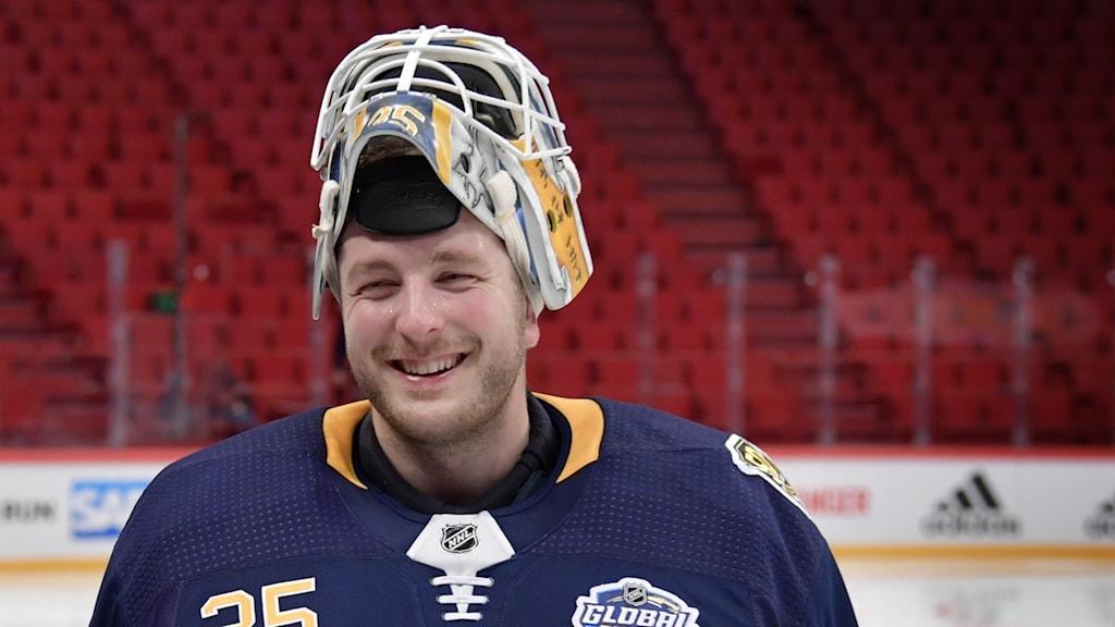 Linus Ullmark under en träning med sitt tidigare lag Buffalo Sabres.