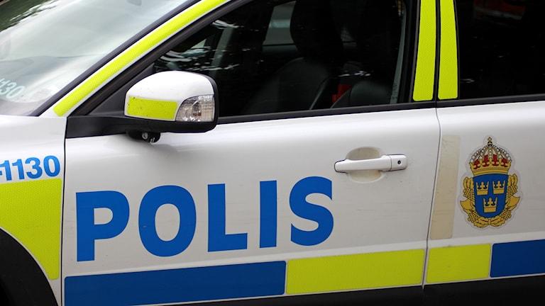 Närbild på en polisbil. Foto: Ann-Charlotte Carlsson/Sveriges Radio