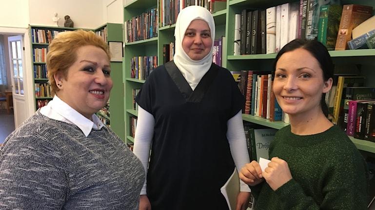 Afsar Kanashlou, Saeda Kalosh och Sandra Magnusson i KVAR projektet, Ålsta folkhögskola