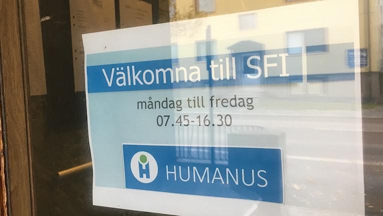 Skylt: Humanus SFI utbildning i Härnösand