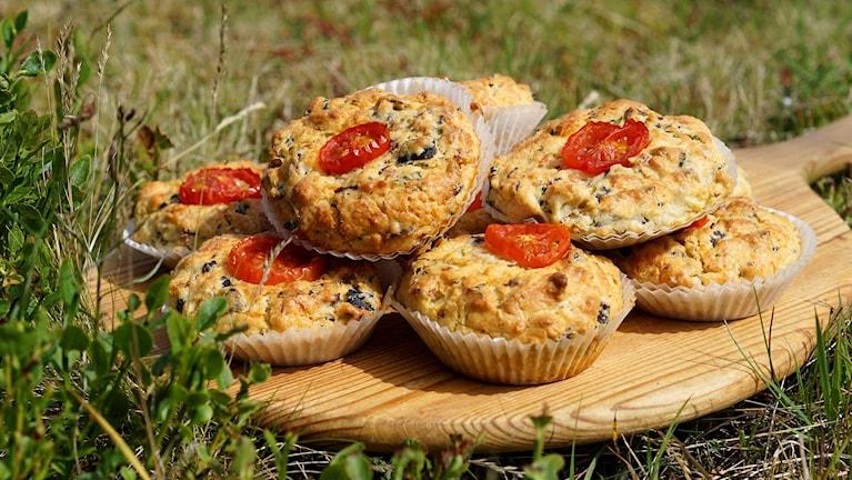 Muffins på ett fat