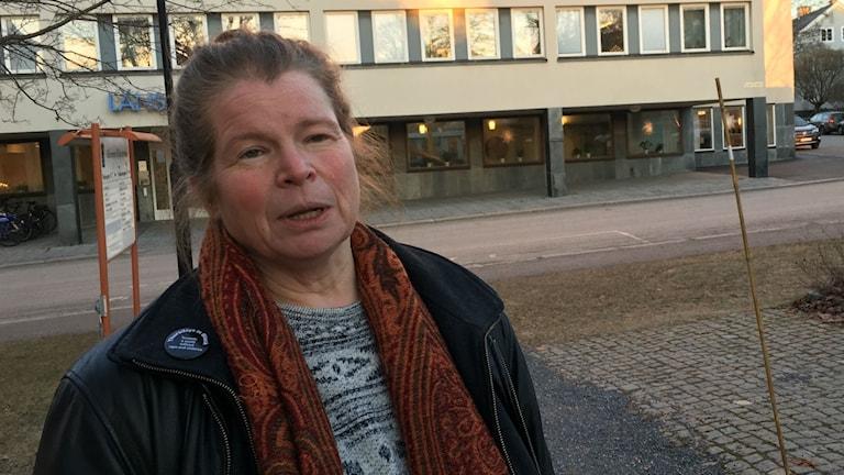 Helen Löfblad utanför länsstyrelsen i Härnösand