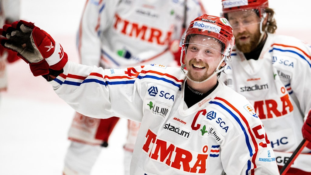210509 Timrås Jonathan Dahlén jublar efter 3-5 under ishockeymatchen i kvalet till SHL mellan Björklöven och Timrå den 9 maj 2021 i Umeå. Fotograf JOHAN LÖF/Bildbyrån