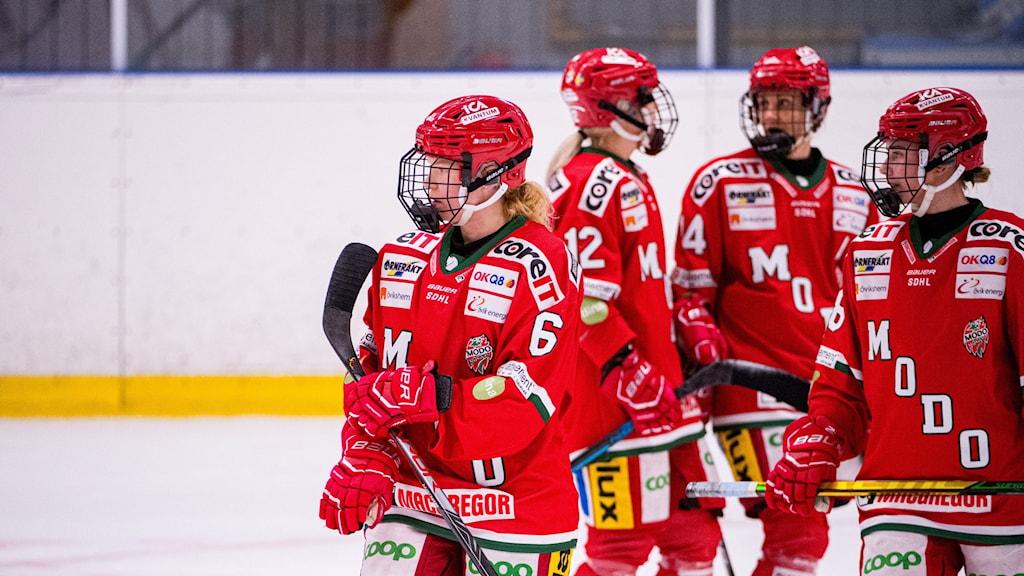 Modo Hockey dam deppar efter en match i SDHL.