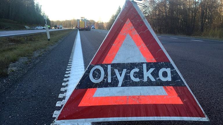 """Varningsskylt med texten """"Olycka"""".  Foto: Viktor Åsberg/Sveriges Radio"""