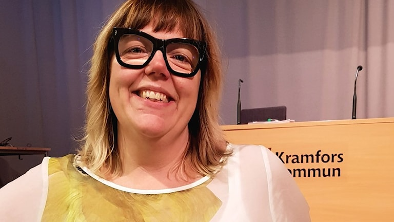 Malin Svanholm blir nytt kommunalråd i Kramfors. Första kvinna på posten, ser glad ut