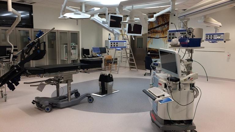 Det här är den största, så kallade hybridsalen, där man kan både röntga och operera. Foto Ulla Öhman