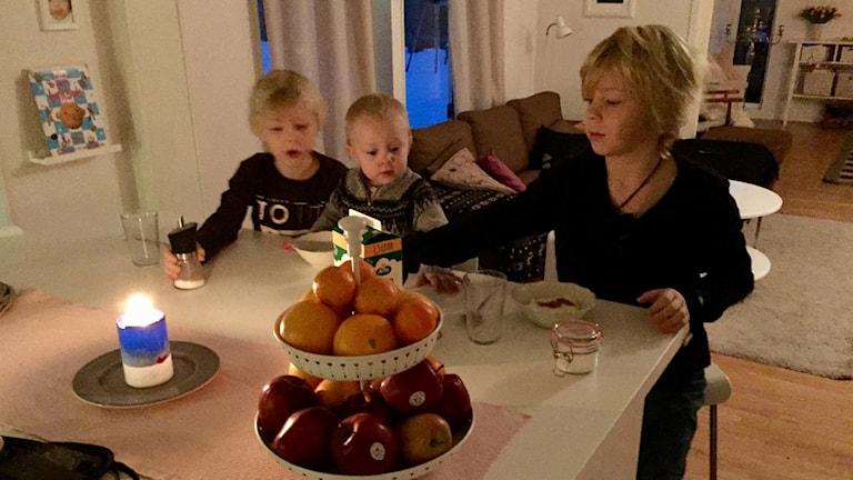 Familjen Persson Styf, barnen Emil, Olivia och Filip.