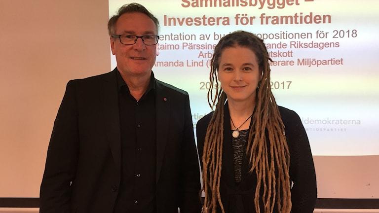 Raimo Pärssinen (S) och Amanda Lind (MP) presenterade regeringens budget i Sundsvall idag.
