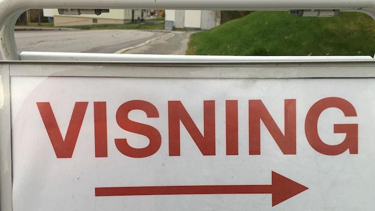 En skylt till en lägenhetsvisning i Örnsköldsvik