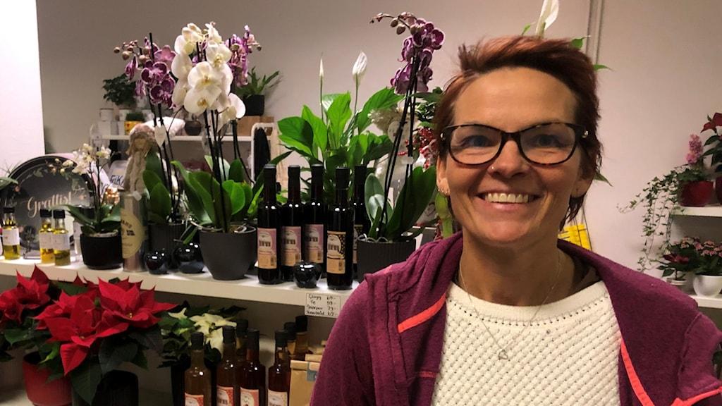Maria Jönsson i sin blomsterbutik i Sollefteå.