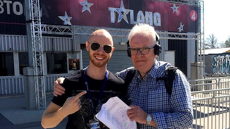 Emanuel Bagge och reporter Lennart Sundwall. Foto: Sveriges Radio