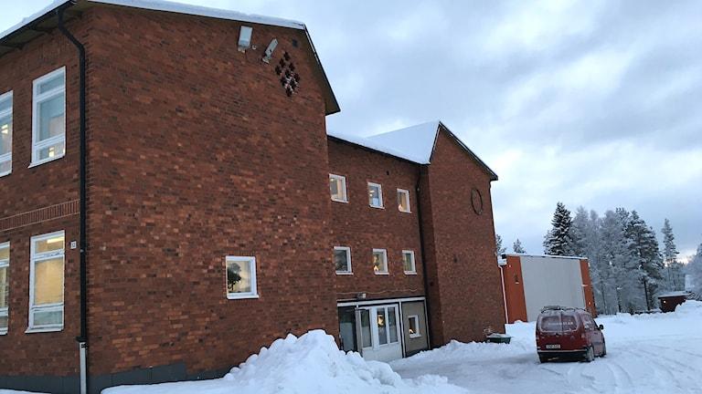 Björna skola, tegelbyggnad i två plan.