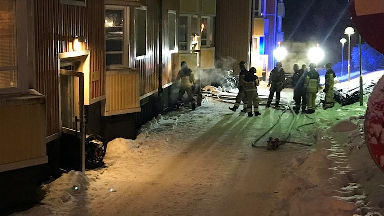 Brand i lägenhetshus i Timrå