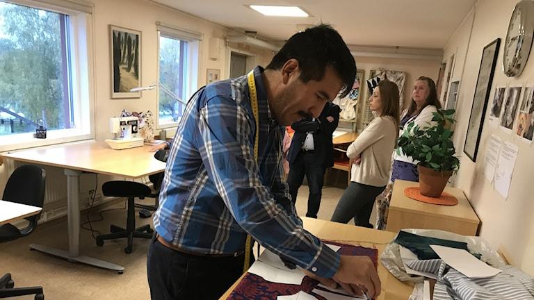 Nader Afzali syr i Kramfors systuga.